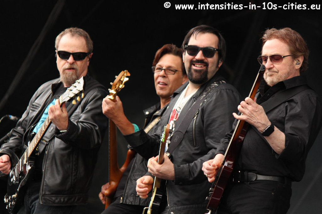 Blue-Oyster-Cult_RamblinManFair2015.JPG