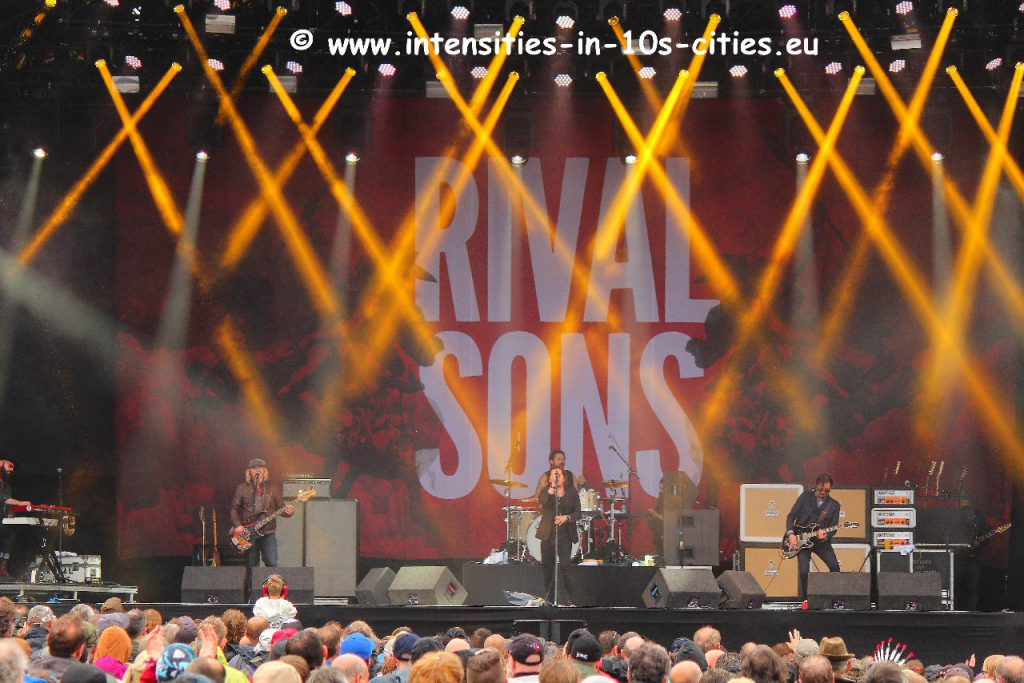 Rival_Sons_RamblinManFair2015.JPG